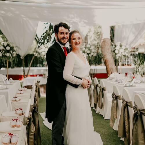⚜️ENTRADA A LA COMIDA⚜️ Ver el jardín elegido, entero preparado, listo para que lo disfruten nuestros invitados, tal y como lo habíamos soñado y elaborado durante este año… fué maravilloso.   📷 @daninnavarro   #maquiabellaboda #boda #celebracion #comida #amor #banquete